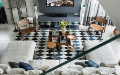 CASA VOGUE | Reforma traz tons de cinza e toque masculino a apartamento em Curitiba.